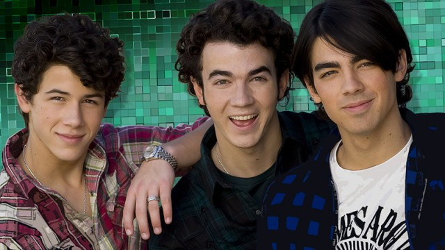 THE FCKING JONAS BROTHERS HAVE FCKING BROKEN UP OH MY GOD