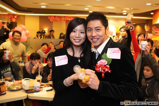 HAPPY (NUPTIALS) MEAL HONG KONG COUPLES MARRY AT MCDONALD'S