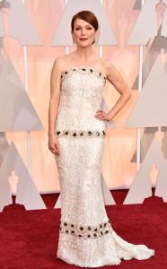 B4 Julianne Moore in Chanel