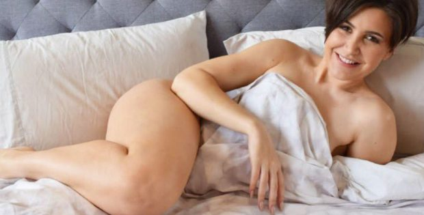 Hard-Up Divorced Woman Does 7 One-Night Stands in a Row