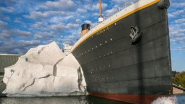 Fake Iceberg Collapses, Injures 3 Guests at Titanic Museum